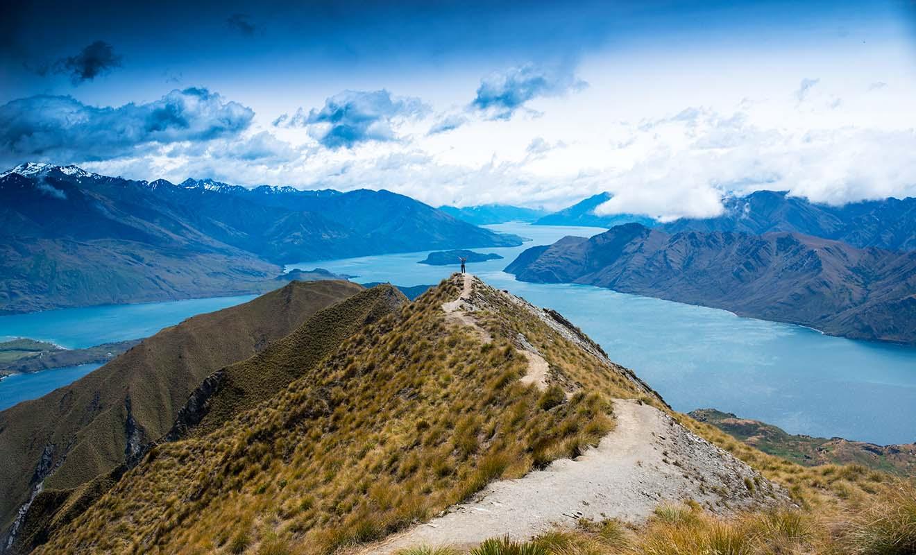 Les randonnées qui surplombent le lac Wakatipu donnent un aperçu de l'immensité de la région.
