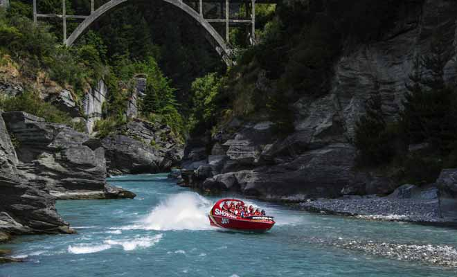The Shotover Jet winds in the Canyon or flows the Shotover River which made the fortune of gold seekers in the past.