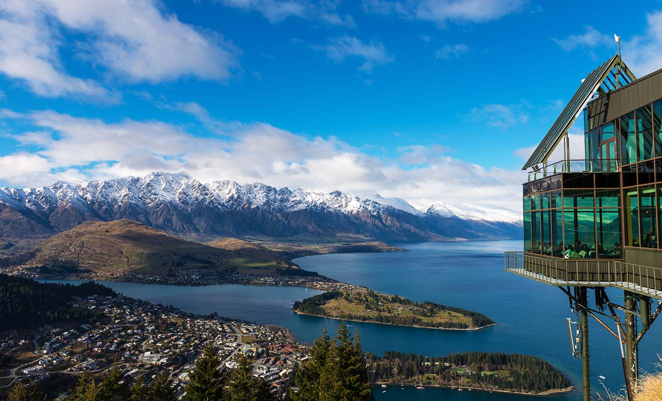 Célèbre pour ses sports extrêmes (jet boat, parachutisme, saut à l'élastique, parapente...), Queenstown est une étape incontournable d'un séjour en Nouvelle-Zélande.