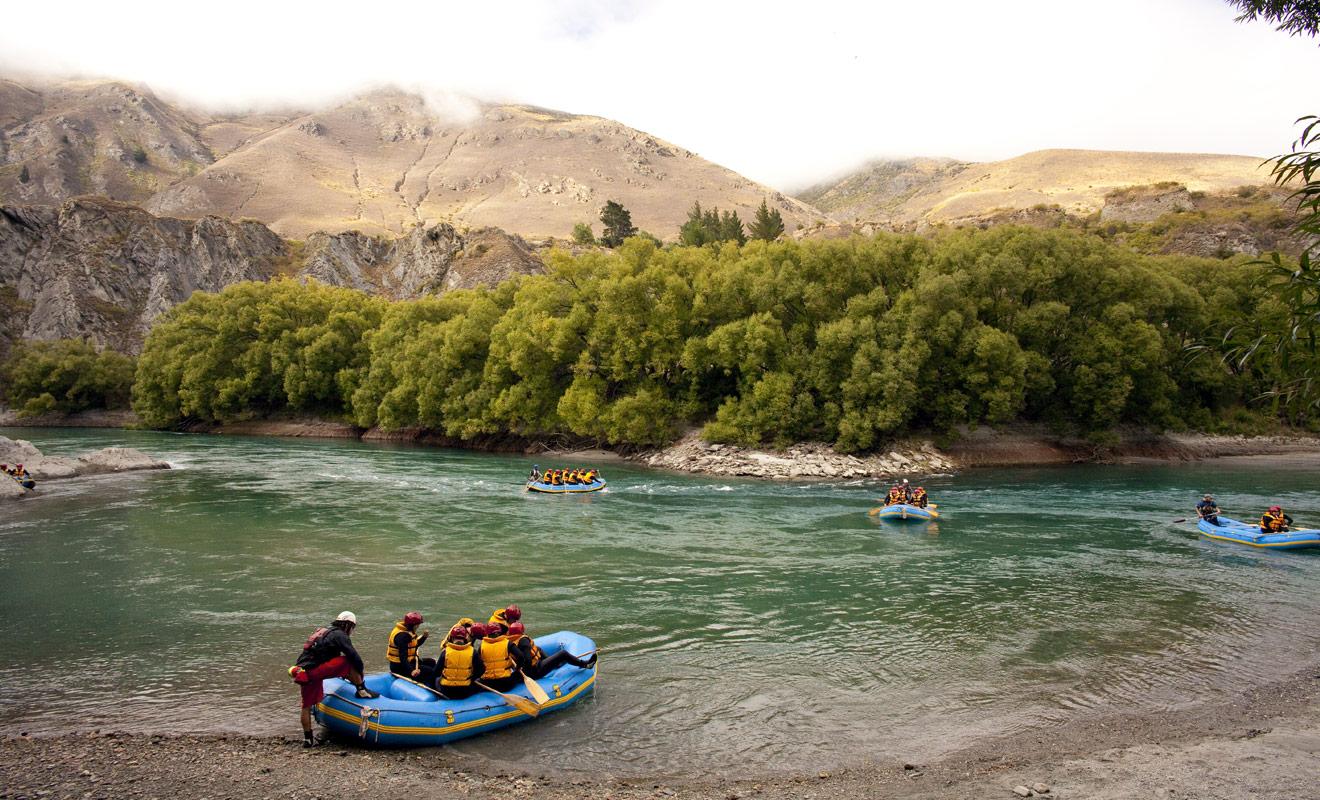 Le raft peut accueillir en moyenne huit passagers en plus du barreur, le nombre minimal de passagers étant fixé à quatre pour que l'activité puisse avoir lieu.
