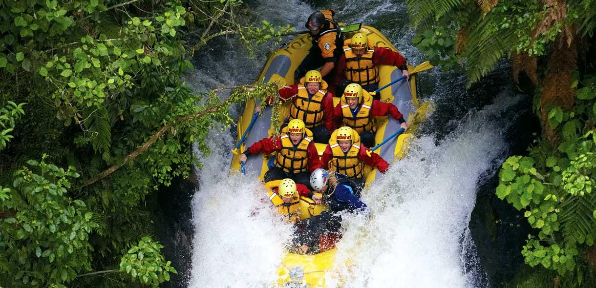 Une sortie en rafting dans une cascade de Taupo.