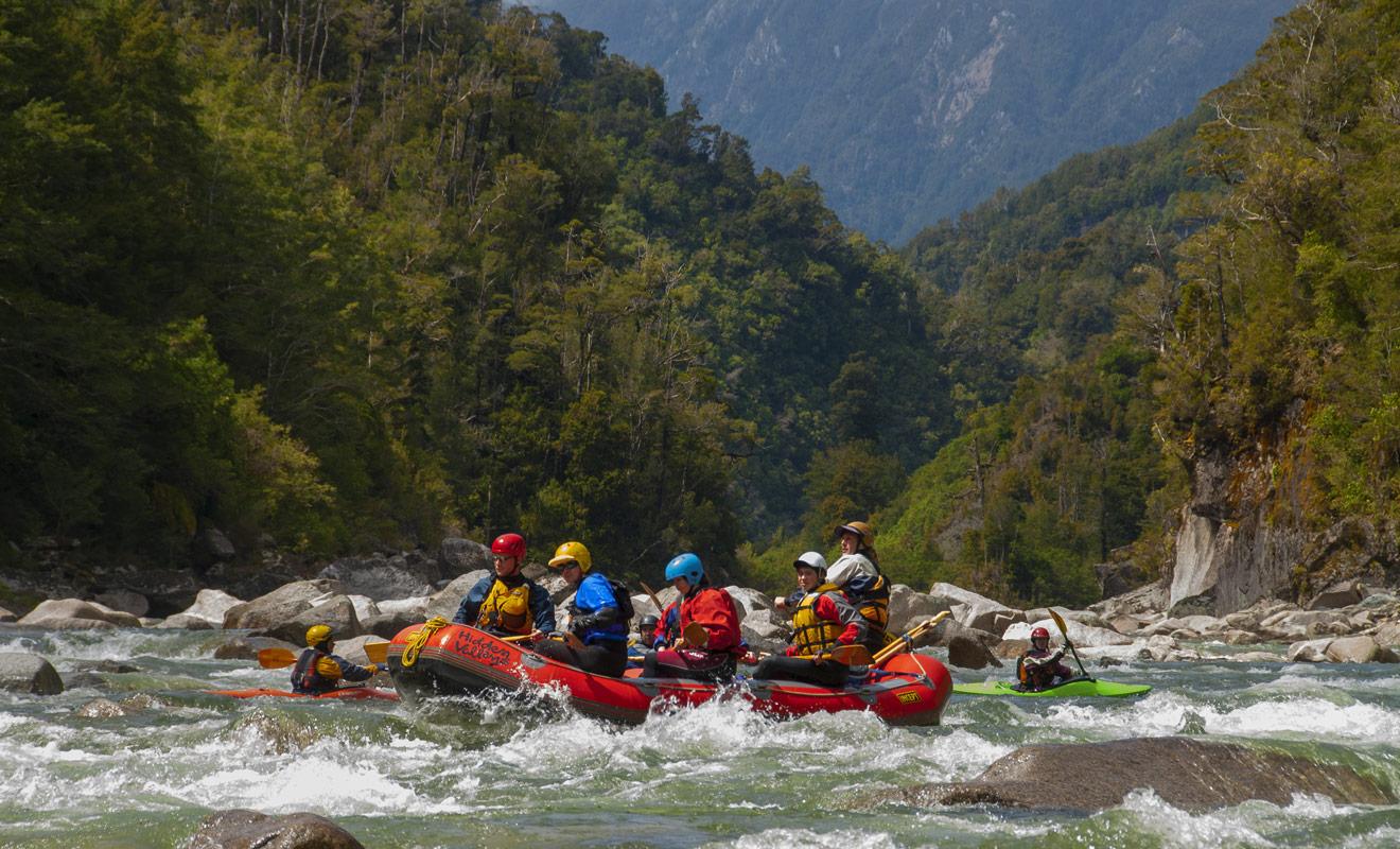 Les activités sont innombrables en Nouvelle-Zélande, mais si vous aimez les sports d'équipe et les défis, alors vous devriez choisir le rafting.