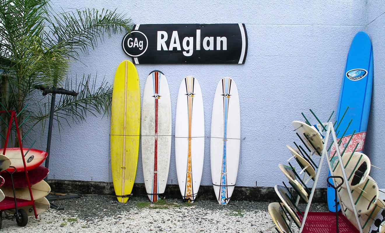 Toutes les conditions sont réunies pour faciliter l'apprentissage du surf.