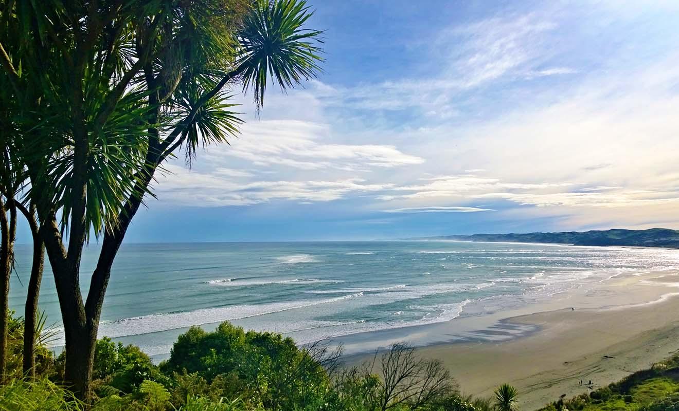 Située sur la Surf Highway, Raglan est mondialement célèbre pour la qualité de ses vagues.