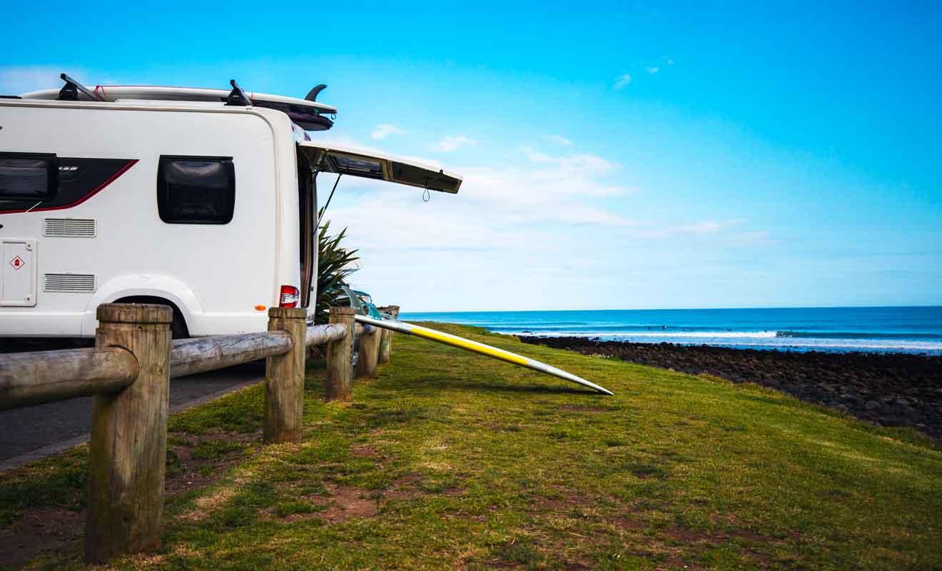 Certaines plages sont toutefois destinées aux surfeurs hors-pairs.