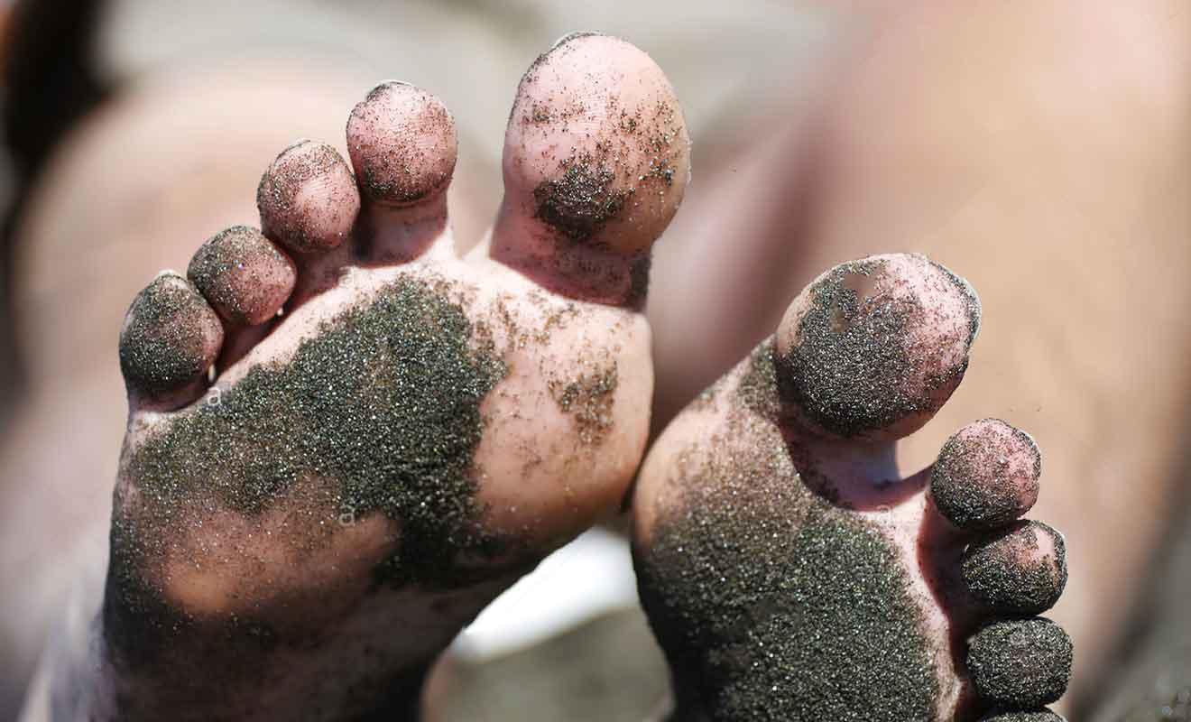 Le sable noir tire son origine des éruptions volcaniques.