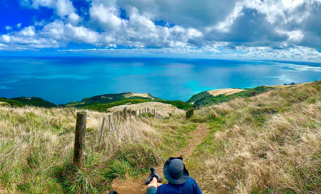 Du sommet il est même possible d'apercevoir le volcan Taranaki par beau temps.