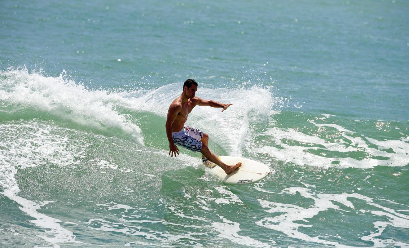 Si vous ne devez surfer qu'à un seul endroit durant votre séjour, ce devrait être à Raglan sur l'île du Nord ou à Saint Clair (Dunedin) sur l'île du Sud. Mais il existe des centaines de plages en Nouvelle-Zélande et vous aurez l'embarras du choix.