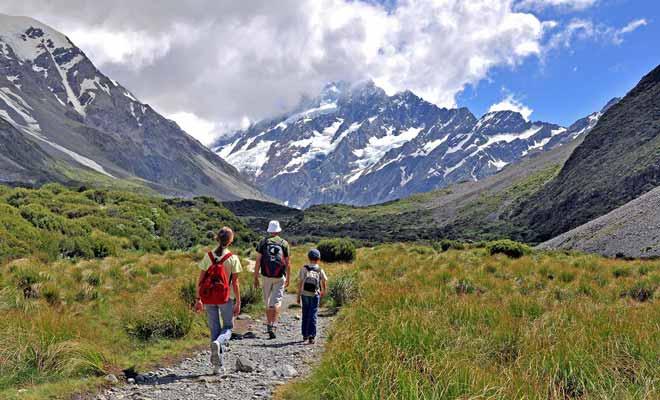 Lorsque les vacances scolaires sont finies, il y a déjà moins de monde sur les sentiers de randonnées.