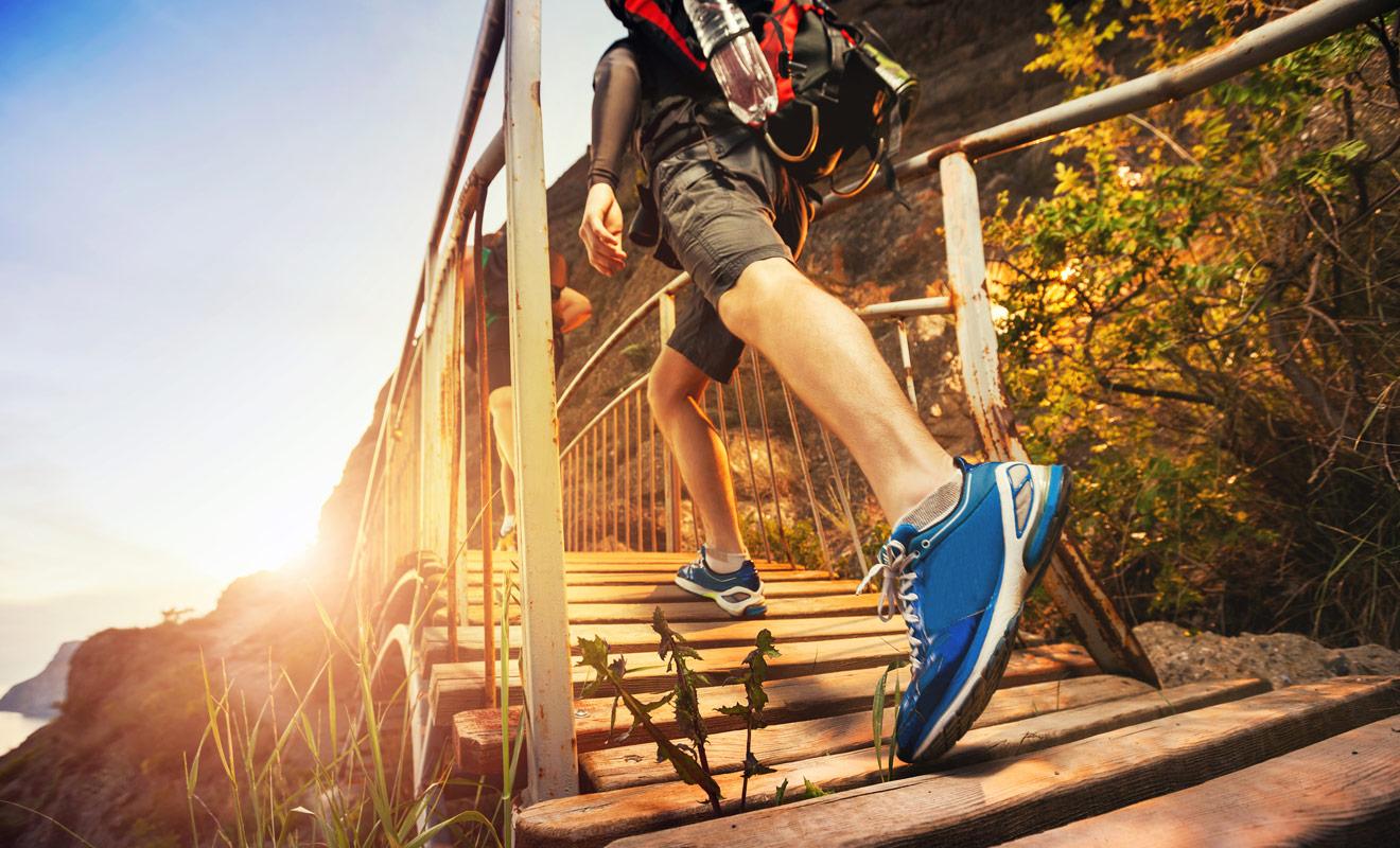 Pour suivre des grandes randonnées, les chaussures de marche sont indispensables. Dans le doute, il vaut mieux emporter une paire à tout hasard.