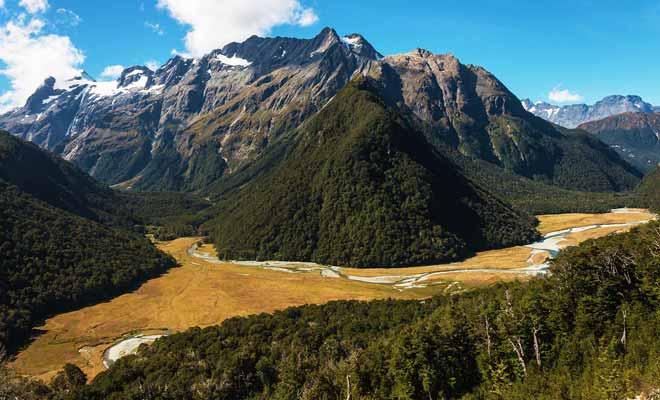 Les grande randonnée durent au minimum de trois à cinq jours. Il faut parfois réserver plusieurs mois à l'avance, car pour respecter l'environnement, un quota s'applique.