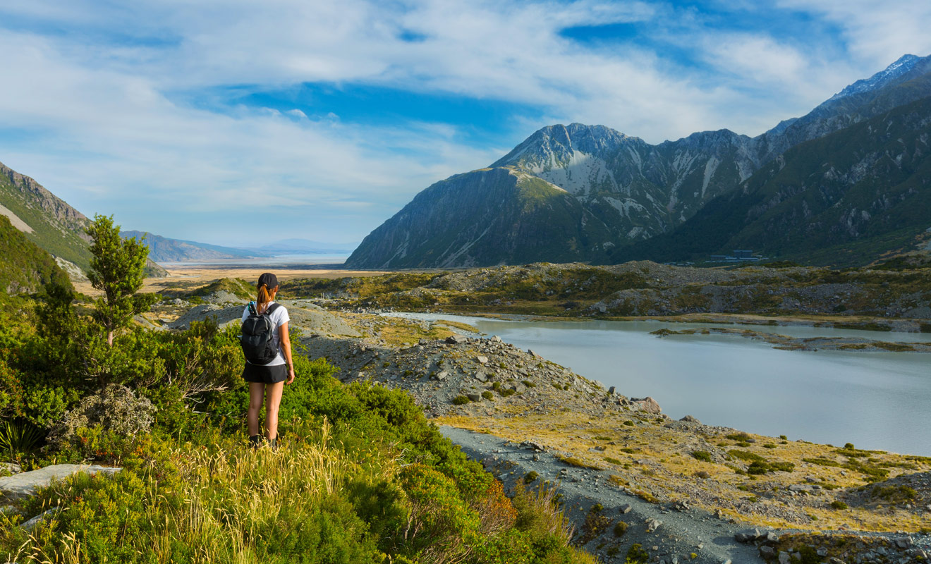 La randonnée est l'activité reine en Nouvelle-Zélande, avec des centaines de sentiers et de grandes marches parfaitement balisées au cœur de la nature sauvage. Si vous avez aimé le Seigneur des Anneaux, vous aurez l'impression de retrouver l'atmosphère du film.