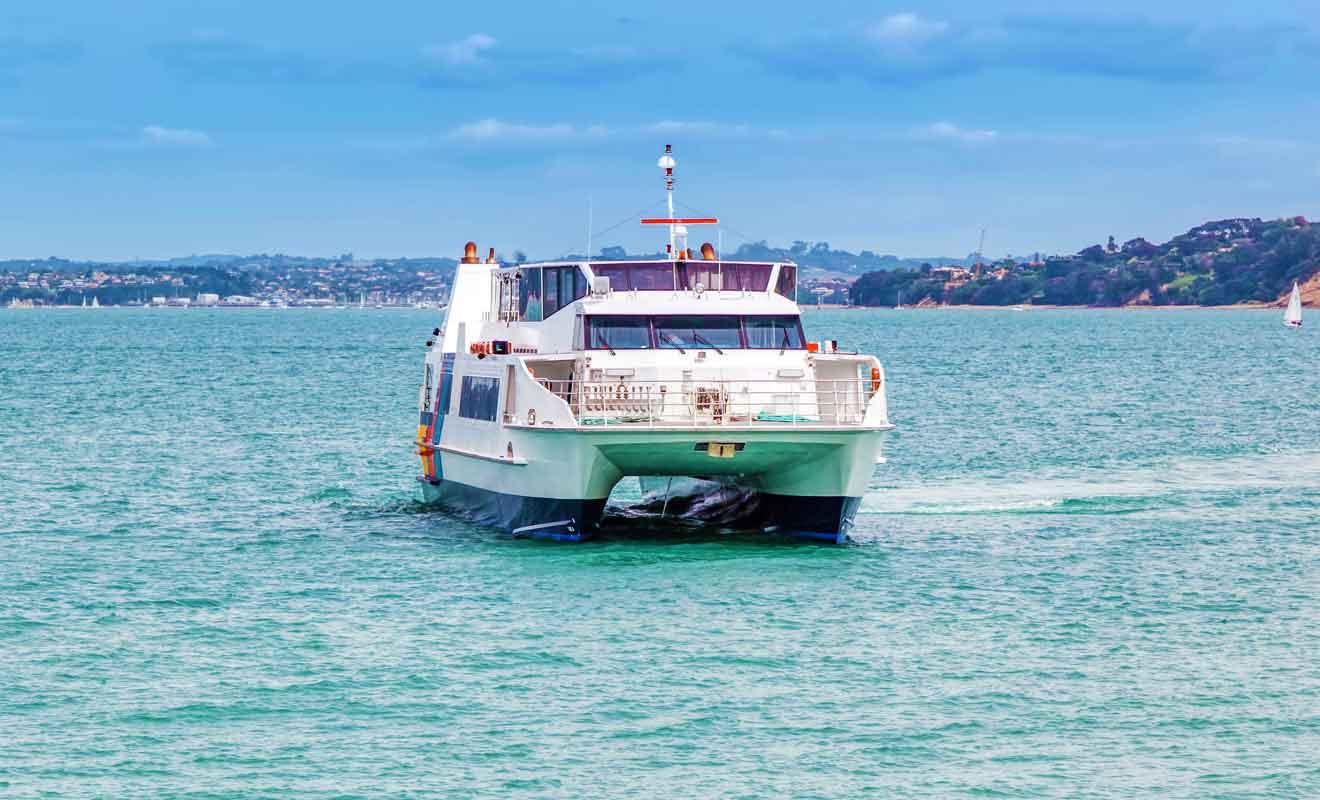La compagnie de ferry Fullers 360 assure plusieurs départs par jour à destination de Rangitoto.