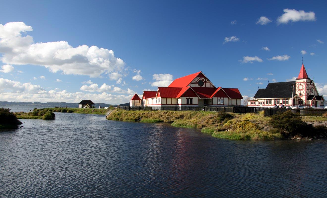 La marae Tamatekapua se visite gratuitement près du lac Rotorua.