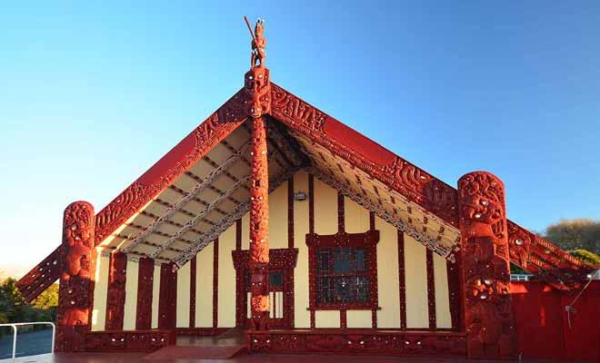 Si vous souhaitez découvrir la culture maori, vous devez impérativement visiter la ville de Rotorua dans la baie de l'abondance.