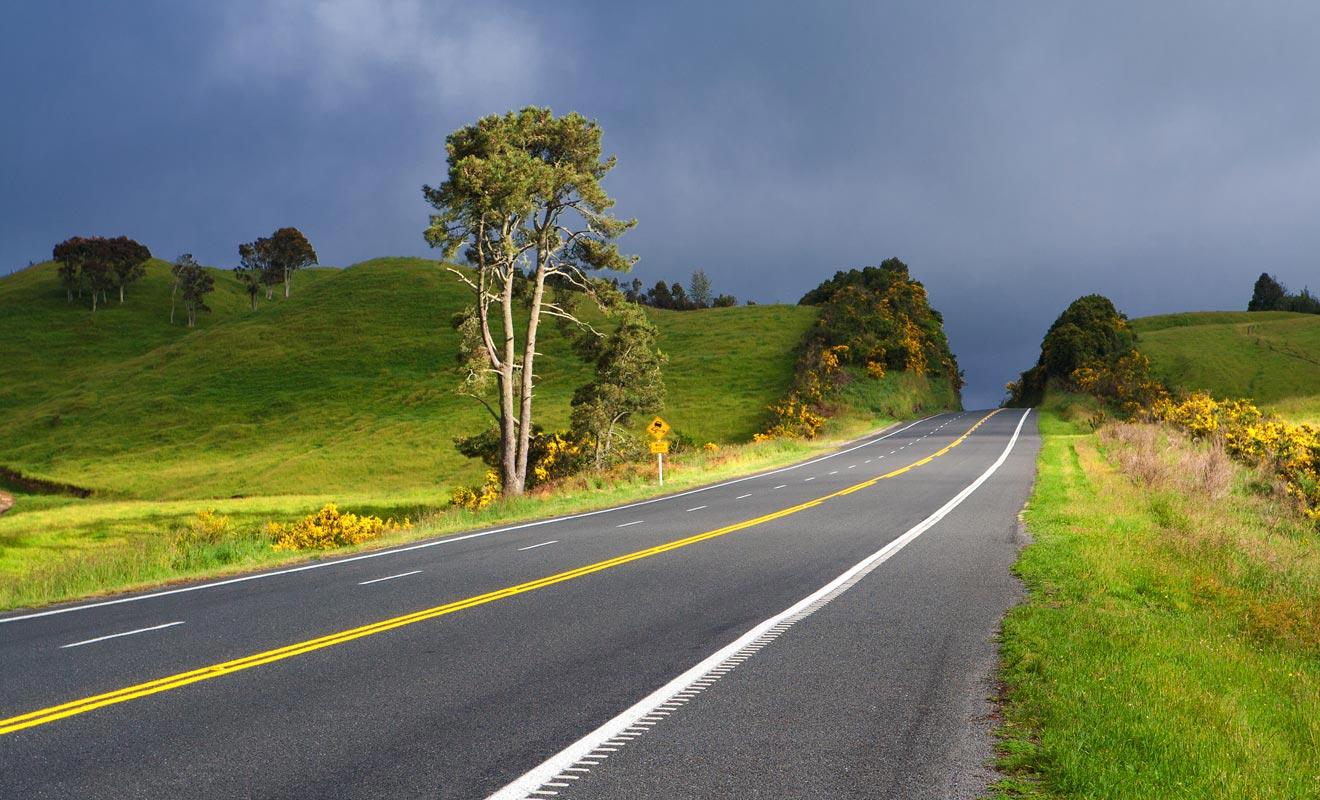 L'inconvénient avec les paysages somptueux du pays, c'est qu'ils ont tendance à détourner votre attention là ou il faudrait rester concentré. Profitez du panorama, mais gardez tout de même les yeux sur la route !