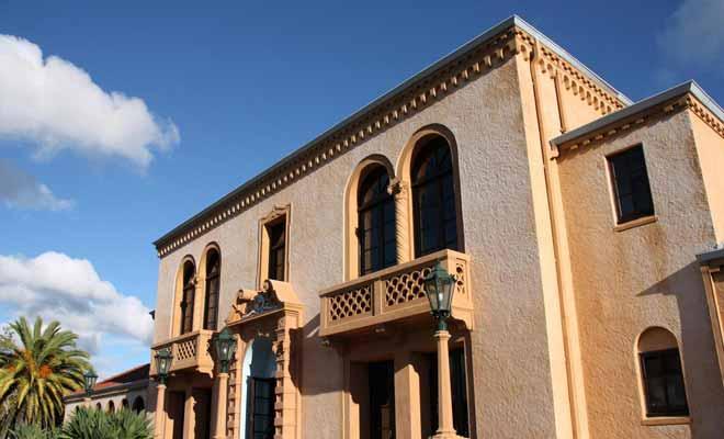 Les blue baths sont installés dans un bâtiment de style mission Espagnole située à côté du musée de Rotorua. La piscine en plein air est idéale si votre emploi du temps le permet.