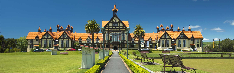 Rotorua se trouve sur l'île du Nord dans la baie de l'abondance (Bay of plenty)
