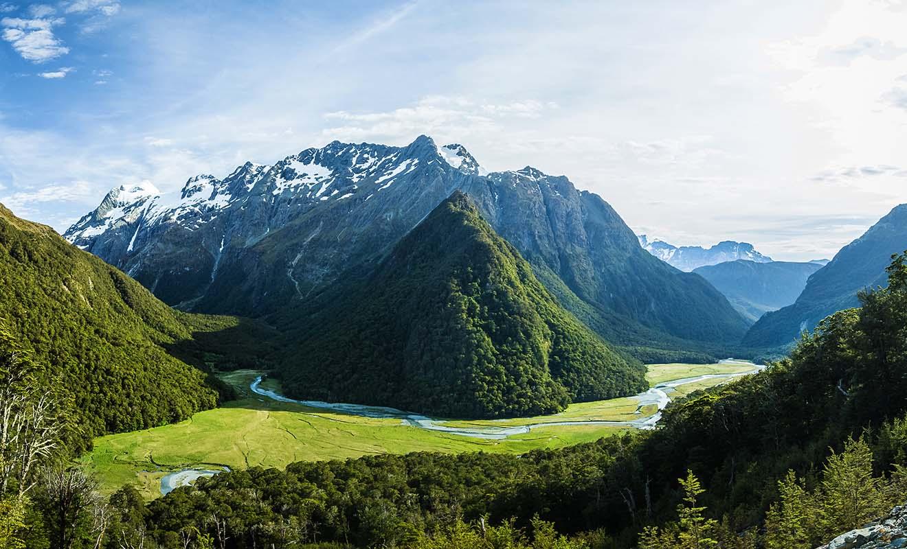 Le randonneur qui explore le Fiordland doit s'attendre à des paysages épiques, sortis tout droit d'un autre univers.