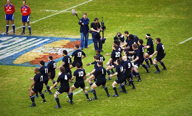 Les joueurs qui rejoignent les mythiques Allblacks ont été de grands joueurs de championnat amateur puis professionnel, avant de rejoindre le Super Rugby. Et l'on s'étonnera ensuite que le niveau soit aussi relevé en Nouvelle-Zélande !