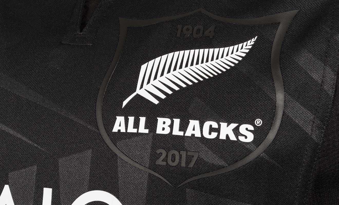 Les nombreux succès des All Blacks en coupe du monde de rugby expliquent l'engouement du public pour les maillots.
