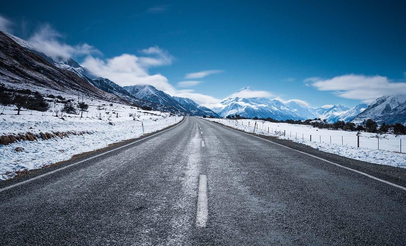 Le verglas qui se forme durant la nuit est le principal danger sur la route, et il faudra être vigilant lorsque vous conduisez le matin.