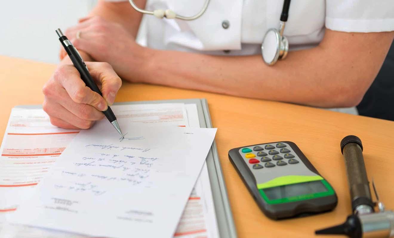 Demandez à votre docteur de préciser le nom des médicaments génériques ou le nom chimique pour faciliter le travail des douaniers.