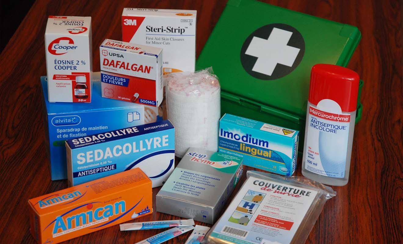 Les médicaments de base comme l'aspirine ou les pastilles pour la gorge sont faciles à trouver en Nouvelle-Zélande, alors inutile d'emporter toute votre armoire à pharmacie.
