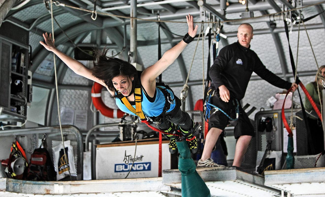 Le saut à l'élastique est une spécialité néo-zélandaise, et pour cause, la discipline a été inventée dans ce pays et s'est développée peu à peu dans le monde entier.