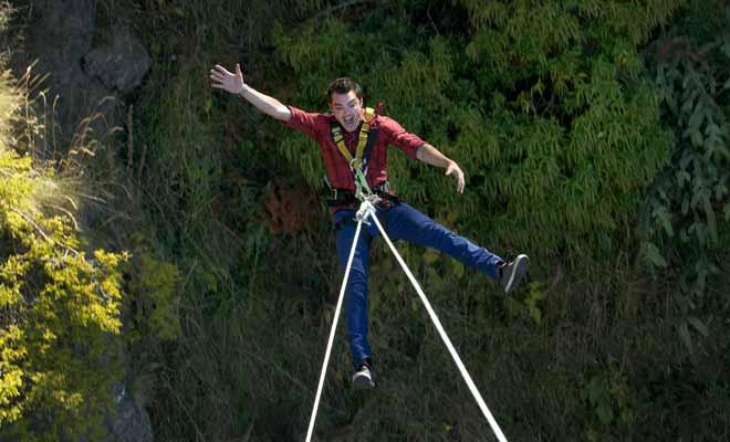 Le Swing effectue un grand mouvement de balancier dans le vide, contrairement au saut à l'élastique où la chute est verticale. Certaines personnes affirment que l'expérience est plus effrayante encore que le bungy jumping.
