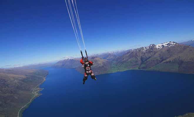 Il n'existe pas beaucoup d'activités qui puissent rivaliser avec le saut en parachute. Les sensations ressenties sont uniques et les souvenirs sont impérissables.