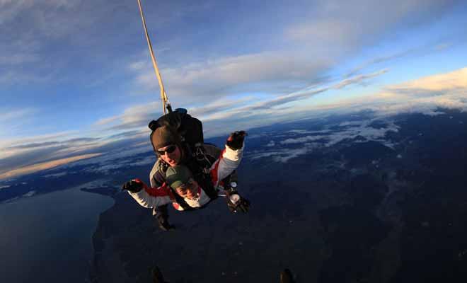 Les compagnies de saut en parachute se sont multipliées ces dernières années et il est désormais possible de sauter un peu partout en Nouvelle-Zélande.