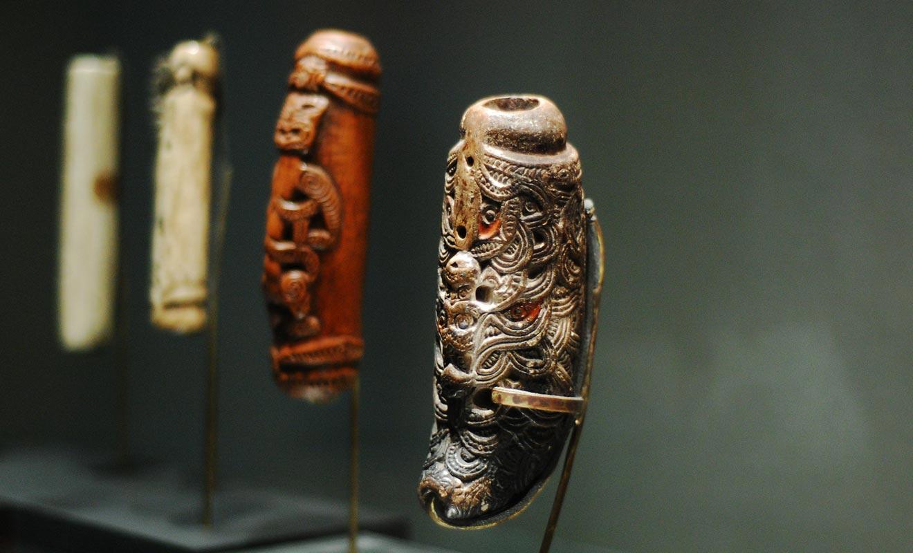 La plupart des grands musées comme le Te Papa de Wellington présentent des oeuvres d'art et des sculptures maories.