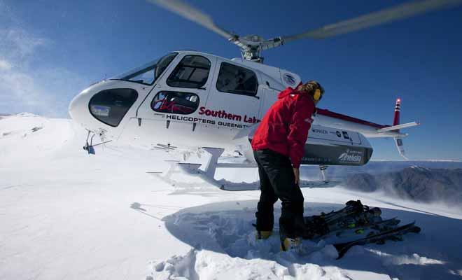 L'héliski permet de se faire déposer au sommet des pistes, notamment au mont Cook où le hors-piste est exceptionnel. En revanche, il faudra débourser plusieurs centaines de dollars pour avoir ce privilège.