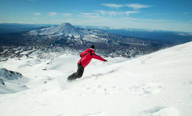 La beauté des pistes de ski attire non seulement les amateurs, mais aussi les skieurs professionnels qui viennent s'entraîner.