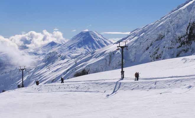 Le mont Ruapehu possède deux stations de ski différentes : Whakapapa et Turoa dont les pistes sont sensiblement différentes.