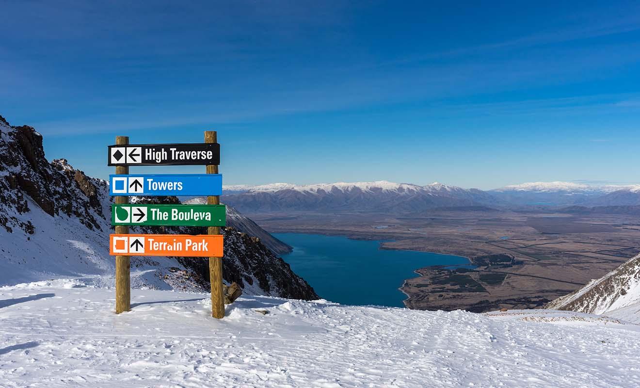 Ce n'est pas tous les jours que l'on peut skier sur les flancs d'un volcan en activité, mais c'est pourtant possible en Nouvelle-Zélande.