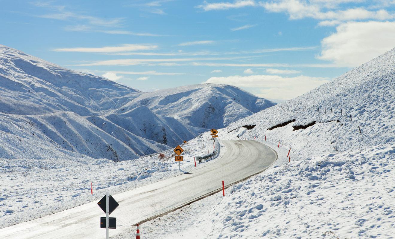 Les stations de ski de Nouvelle-Zélande sont généralement accessibles en camping-car, mais il vaut mieux ne pas tenter sa chance si la route est enneigée, ou posséder un sang-froid à toute épreuve.