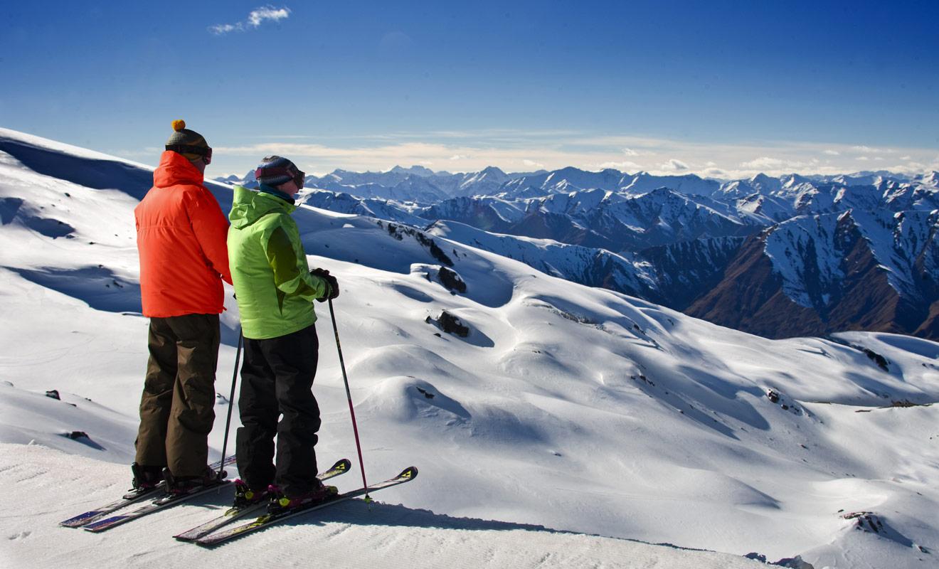Difficile de départage les stations de ski de Nouvelle-Zélande, même s'il est communément admis que les meilleures pistes se trouvent dans les stations du big four : Cardona, Treble cone, Remarkables et Coronet Peak.