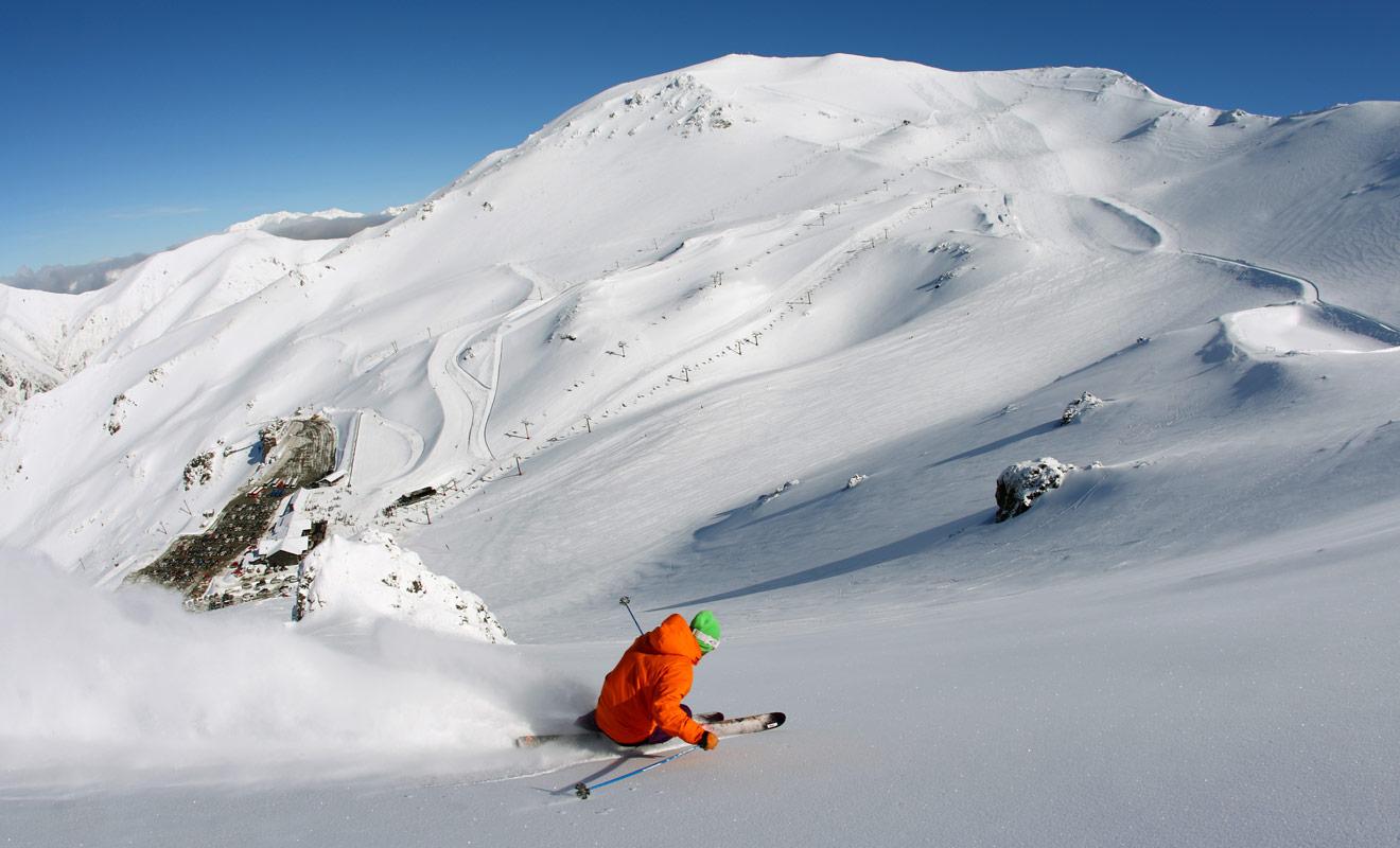 La station de ski du mont Hutt se trouve à seulement deux heures de route de Christchurch sur l'île du Sud de la Nouvelle-Zélande.