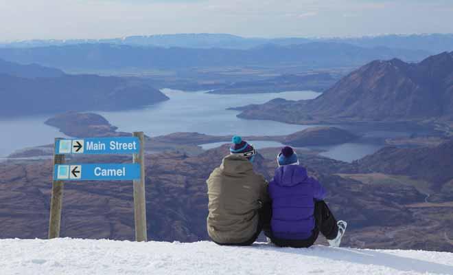 Vous n'avez pas besoin d'emporter vos skis pour descendre les pistes de Nouvelle-Zélande. De nombreuses boutiques vous permettent de louer du matériel à la journée ou à la demi-journée.