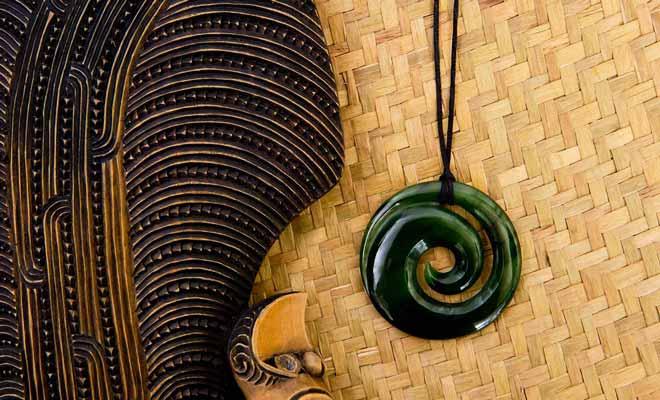 Les bijoux en pounamu (jade) font parti des meilleurs souvenir que vous pouvez rapporter de votre voyage en Nouvelle-Zélande.
