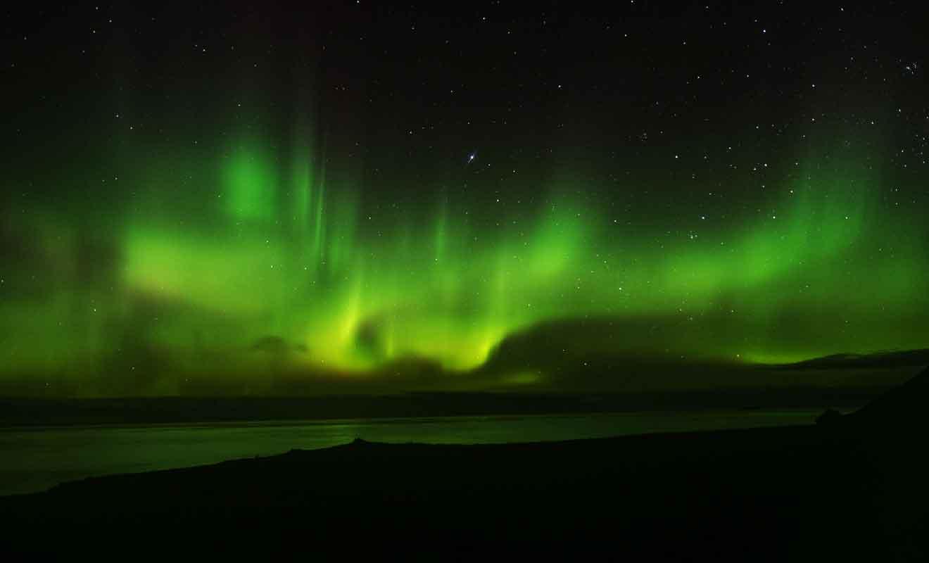 Encore faut-il avoir un ciel dégagé pour admirer les aurores australes, ce qui est rarement le cas sur Stewart Island.