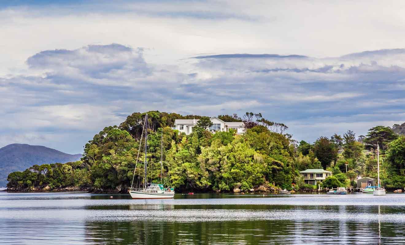 La plupart des visiteurs étrangers ignorent jusqu'à l'existence de cette grande île.