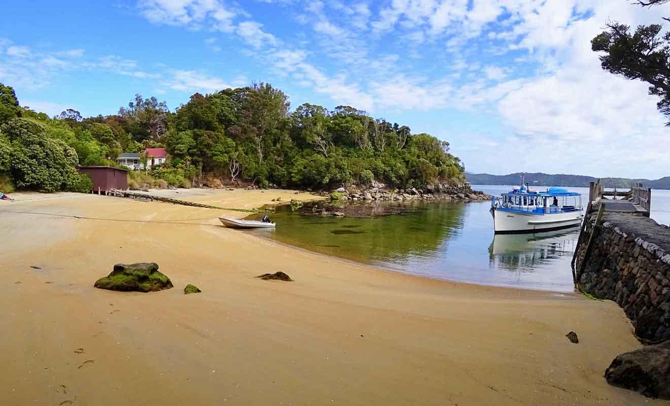 Reconvertie en sanctuaire animalier, Ulva Island est accessible uniquement par bateau.