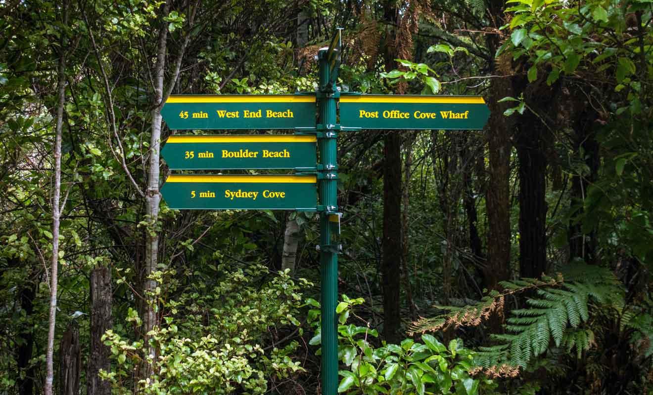 Toutes les pistes sont reliées entre elles et vous pourrez faire le tour complet de l'île en 3-4 h.