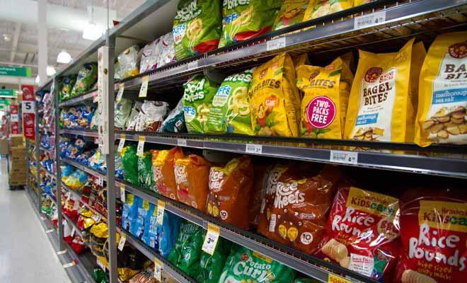 Les rayons consacrés aux produits apéritifs avec les dizaines de paquets de chips et crackers sont plus impressionnants qu'en Europe. Si vous avez déjà voyagé en Amérique, vous ne serez pas dépaysé, mais il faut se méfier de l'excès de gras. Succombez à la nouveauté, mais soyez raisonnables.