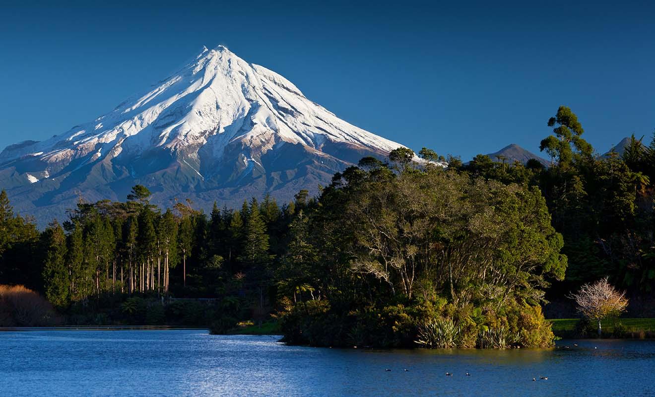 Le Mont Taranaki apparait dans le Dernier Samourai avec Tom Cruise car il ressemble un peu au mont Fuji.