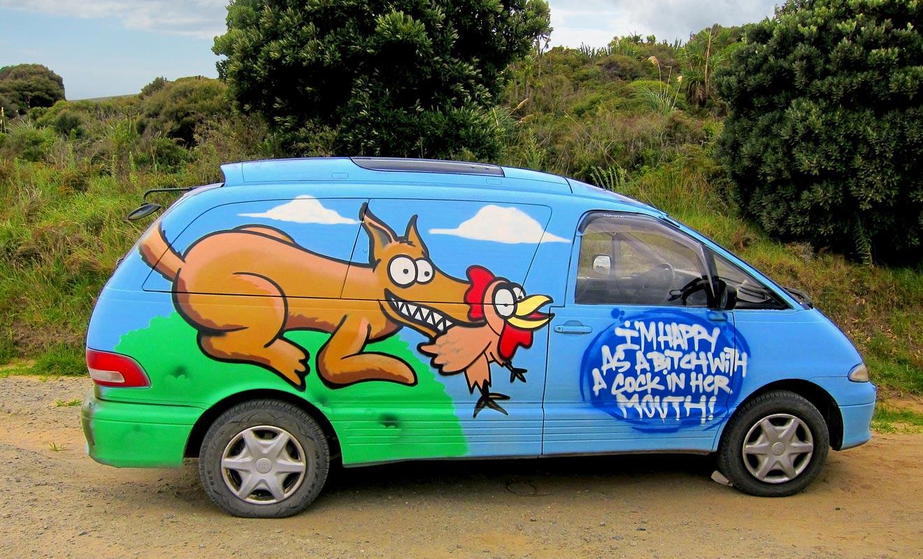 Une spécialité néo-zélandaise (que l'on trouve néanmoins aussi en Australie) consiste à peindre les véhicules. Autant dire que vos photos-souvenirs feront le bonheur de votre entourage, car votre van fera pour ainsi dire partie de la famille le temps d'un séjour.