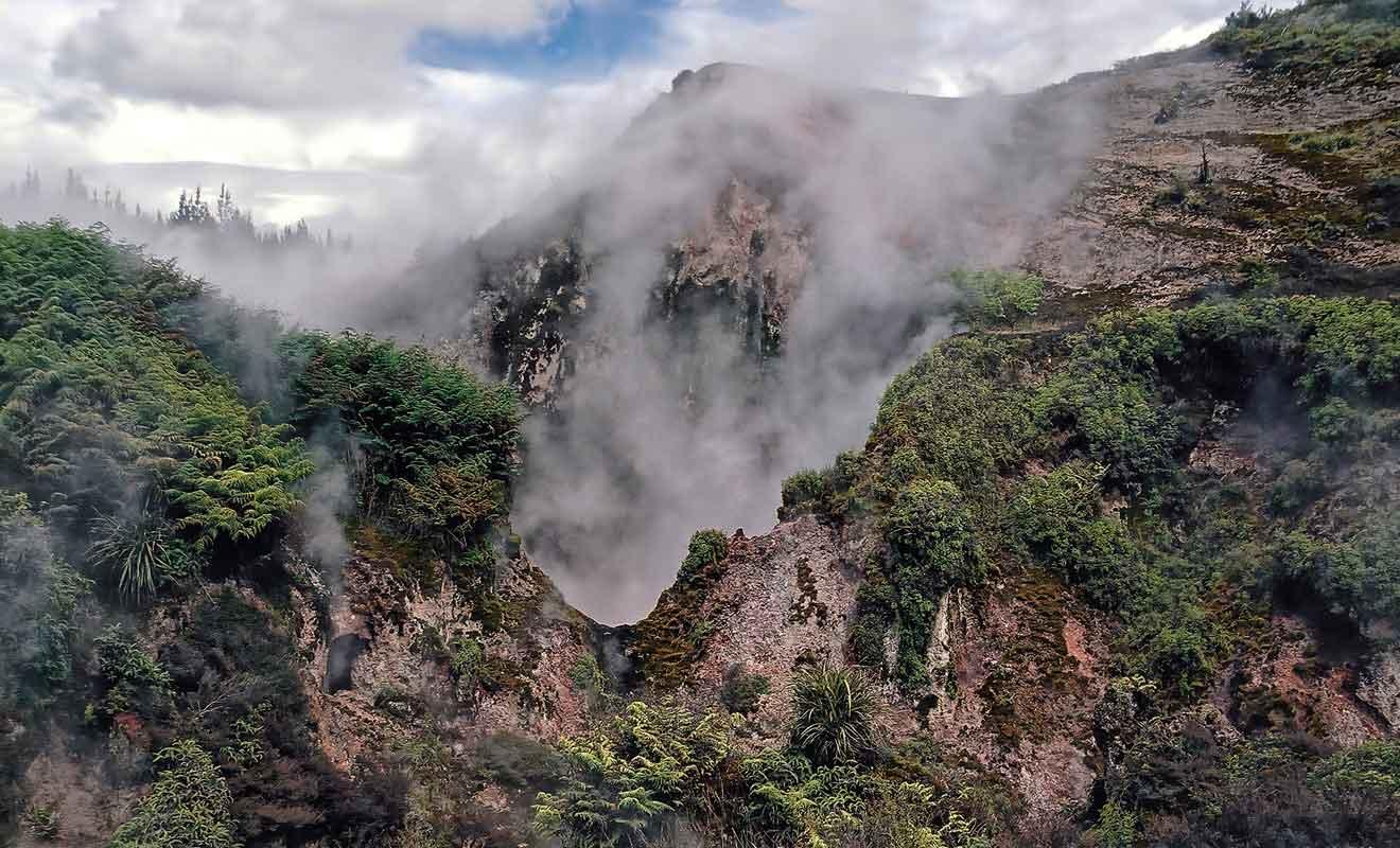 Des parcs géothermiques comme Wai-o-tapu ou Orakei Korako sont plus spectaculaires.